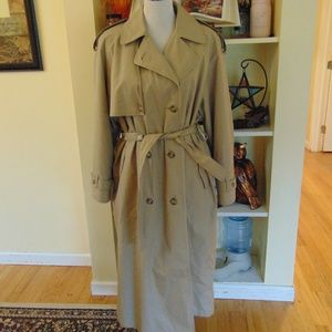 *114 VINTAGE Towne by London Fog Trench Coat